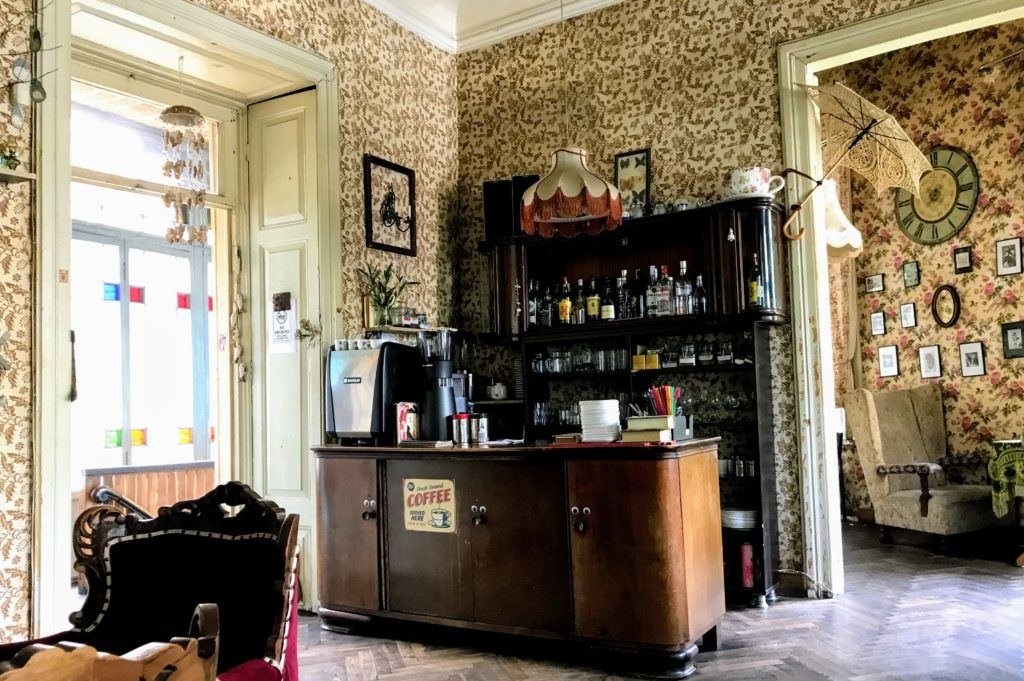Cafes in Tbilisi - Cafe Linville